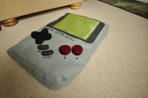Game Boy als Kissen
